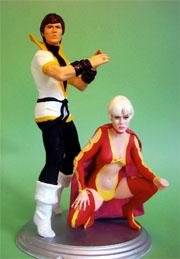 Da sinistra: Karate Kid e la Principessa Projectra. Scultura di Mike Madrid (da heaven4heroes.com)